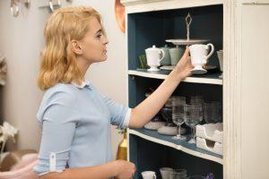 a_woman_shopping_for_home_decor