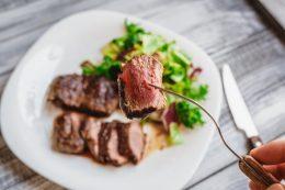 eating-steak
