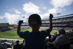 kid_watching_baseball